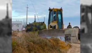 2014320105734916647141_Ukrainian-Army-digging-canal-on-border-with-Russia