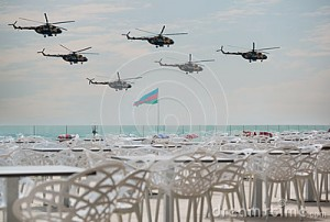 azerbaijan-air-force-military-day-parade-baku-fly-helicopters-formation-32013522