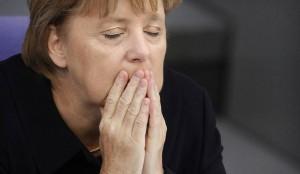 Merkel_prays