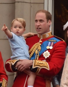 2996802900000578-3122591-Prince_George_was_last_seen_outside_the_Lindo_Wing_of_St_Mary_s_-m-199_1434204958079