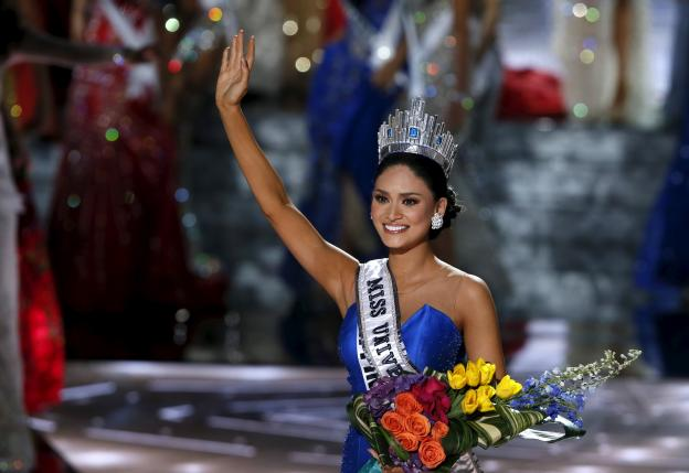 Miss Philippines Pia Alonzo Wurtzbach waves after winning the 2015 Miss Universe Pageant in Las Vegas