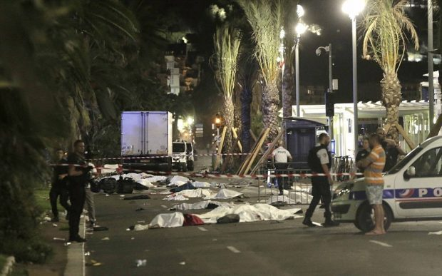 364CE8CB00000578-3691629-Slaughter_Dozens_of_bodies_were_left_lying_on_the_Promenade_des_-a-47_1468589697439
