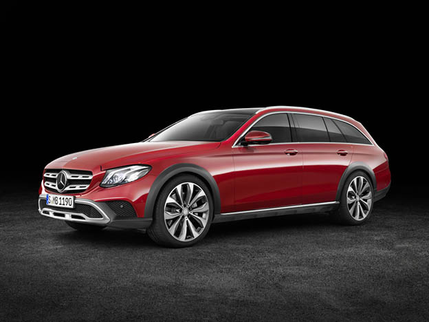 Mercedes-Benz E-Klasse All-Terrain; Studio; 2016; Exterieur: designo hyazinthrot metallic ;Kraftstoffverbrauch kombiniert: 5,1 l/100 km; CO2-Emissionen kombiniert: 137 g/km Mercedes-Benz E-Class All-Terrain; studio; 2016; exterior: designo hyacinth red metallic; Fuel consumption combined: 5.1 l/100 km; Combined CO2 emissions: 137 g/km