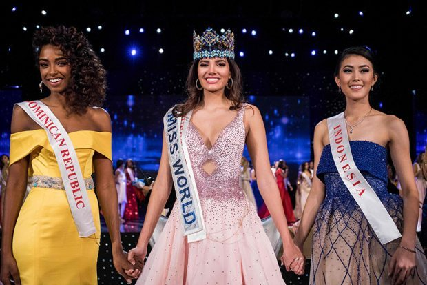 First runner up Miss Dominican Republic Yaritza Miguelina Reyes Ramirez (L); Miss World 2016 Stephanie Del Valle of Puerto Rico (C); and second runner up Miss Indonesia Natasha Mannuela (R) stand together after Del Valle's win in the Miss World 2016 pageant at the MGM National Harbor December 18, 2016 in Oxon Hill, Maryland.     / AFP PHOTO / ZACH GIBSON